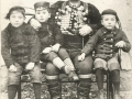 S. Miodrag (oružnik) sa sinovima (privatna zbirka Helena Miodrag prof.)