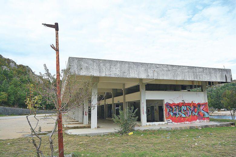 U gradu su svi nekoć važni objekti, poput kolodvora, napušteni