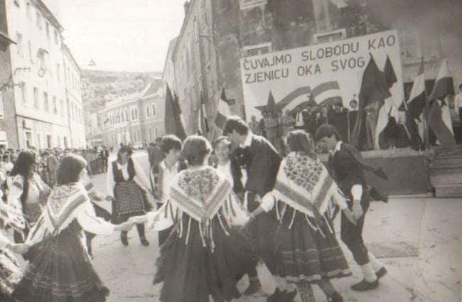 13.-04.-1985.-Docek-i-ispracaj-Stafete-min