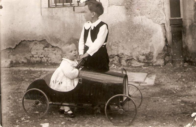Marko-i-Stojan-Urukalo-Obrovac-1934.-Zbirka-Aleksandre-Urukalo-iz-Virovitice-min
